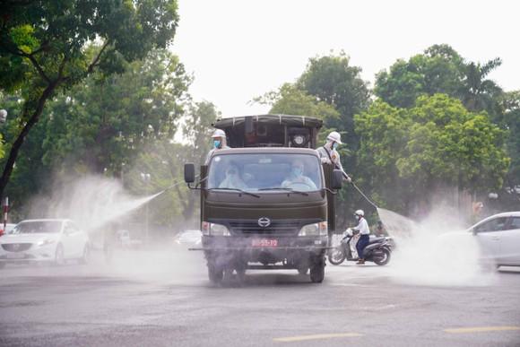 15 xe đặc chủng phun khử khuẩn tại 3 quận nội thành Hà Nội ảnh 20