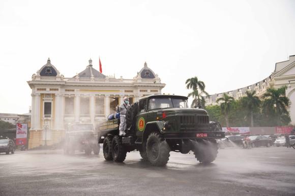 15 xe đặc chủng phun khử khuẩn tại 3 quận nội thành Hà Nội ảnh 17
