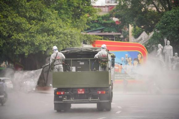 15 xe đặc chủng phun khử khuẩn tại 3 quận nội thành Hà Nội ảnh 23
