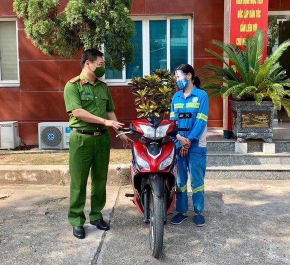 Đây là chiếc xe máy được mua lại từ đóng góp của cán bộ, chiến sĩ trong đơn vị