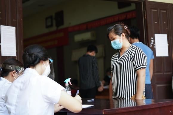 500 công nhân, tiểu thương phải xét nghiệm sàng lọc Covid-19 ảnh 8