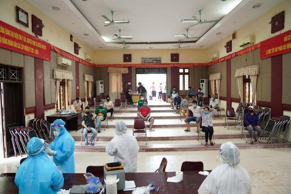 500 công nhân, tiểu thương phải xét nghiệm sàng lọc Covid-19 ảnh 9
