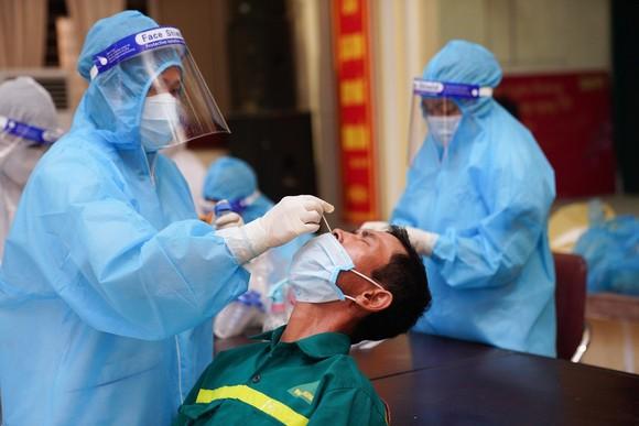 500 công nhân, tiểu thương phải xét nghiệm sàng lọc Covid-19 ảnh 11