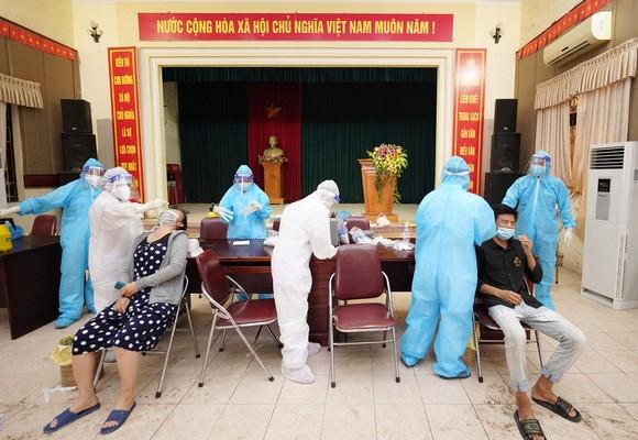 500 công nhân, tiểu thương phải xét nghiệm sàng lọc Covid-19 ảnh 12