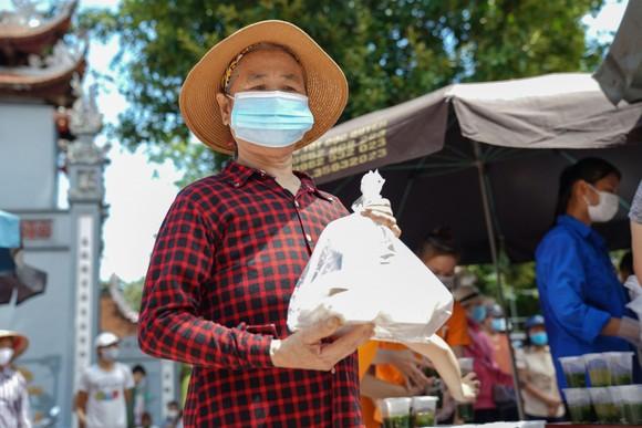 Suất cơm '0 đồng' cho người nghèo ở Hà Nội ảnh 13