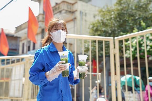 Suất cơm '0 đồng' cho người nghèo ở Hà Nội ảnh 7