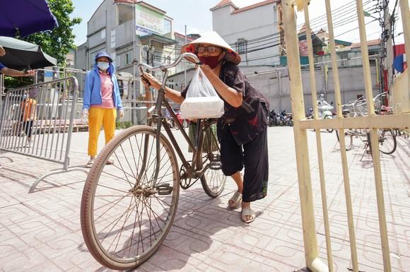 Suất cơm '0 đồng' cho người nghèo ở Hà Nội ảnh 11