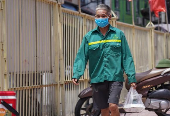 Suất cơm '0 đồng' cho người nghèo ở Hà Nội ảnh 14