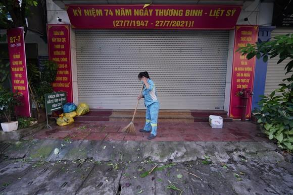 Nữ công nhân góp tiền mua rau giúp người khó khăn ảnh 17