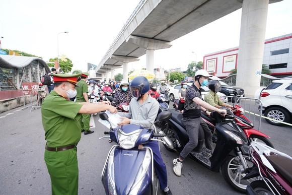 Bộ Công an sẵn sàng hỗ trợ Hà Nội về kỹ thuật, nhân lực, giải pháp để quản lý giấy đi đường ảnh 2