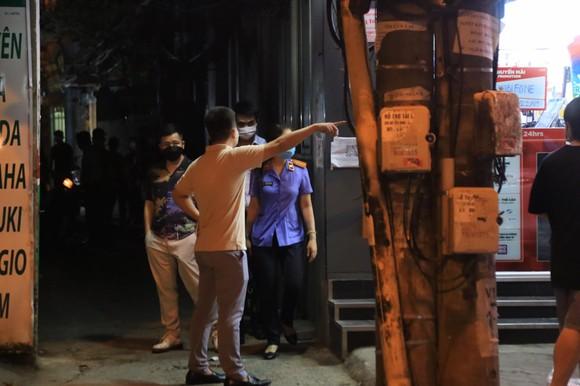 Nhiều lực lượng khám xét nhà cựu Trưởng Phòng Cảnh sát Kinh tế Hà Nội ảnh 2