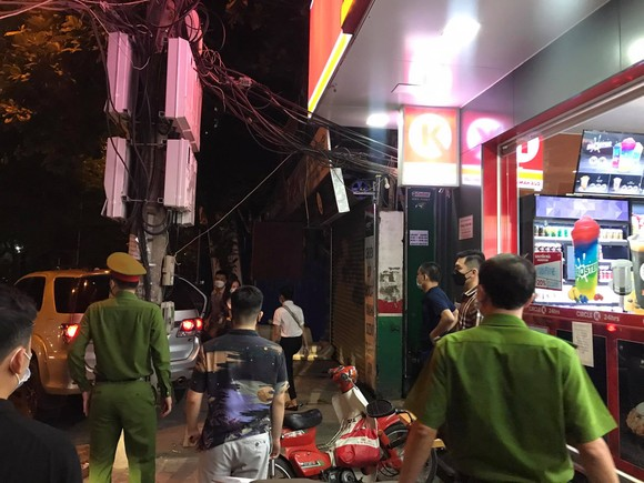 Nhiều lực lượng khám xét nhà cựu Trưởng Phòng Cảnh sát Kinh tế Hà Nội ảnh 4