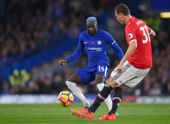"""Bakayoko """"tóc xanh"""" đối mặt với Matic trong trận Chelsea thắng MU 1-0"""