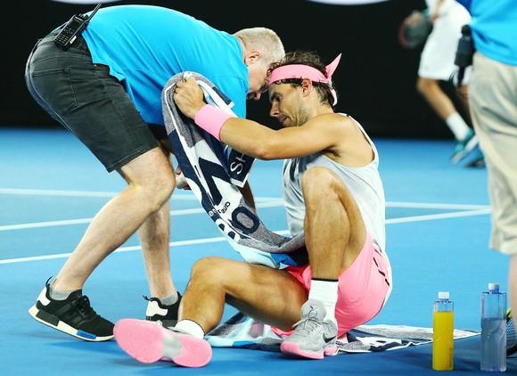 Rafael Nadal – Chấn thương chỉ có thể tồi tệ hơn và khả năng mất ngôi Nhà vua vào tháng 2 ảnh 1
