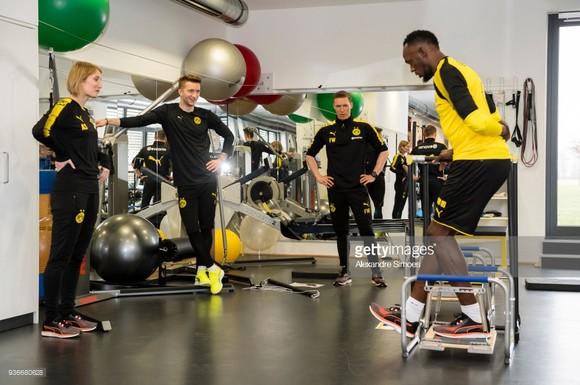 Usain Bolt: Đang tập luyện cùng Borussia Dortmund trong ngày hôm nay ảnh 4