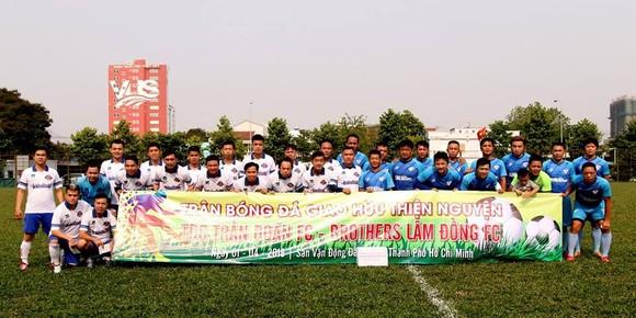 Các cầu thủ tham gia trận đấu thiện nguyện