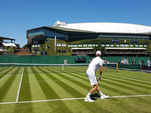 Khoảnh khắc cuối tuần: Federer chơi đùa với 2 con trai sinh đôi, Wozniacki lên ngôi ở Eastbourne ảnh 13