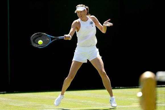 Khoảnh khắc cuối tuần: Federer chơi đùa với 2 con trai sinh đôi, Wozniacki lên ngôi ở Eastbourne ảnh 7
