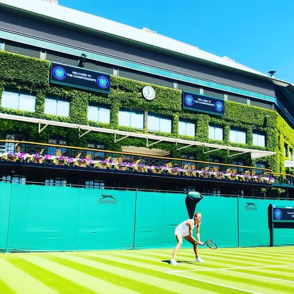 Khoảnh khắc cuối tuần: Federer chơi đùa với 2 con trai sinh đôi, Wozniacki lên ngôi ở Eastbourne ảnh 15