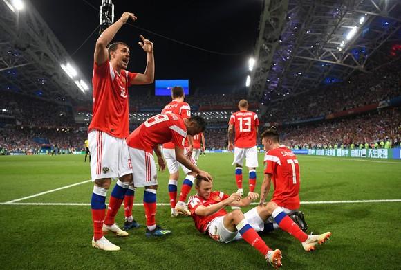 Sbornaya ăn mừng bàn thắng trong trận đấu với Croatia