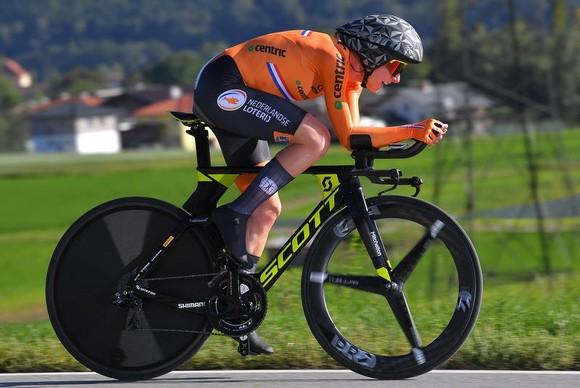 Annnemiek van Vleuten trên đường đua