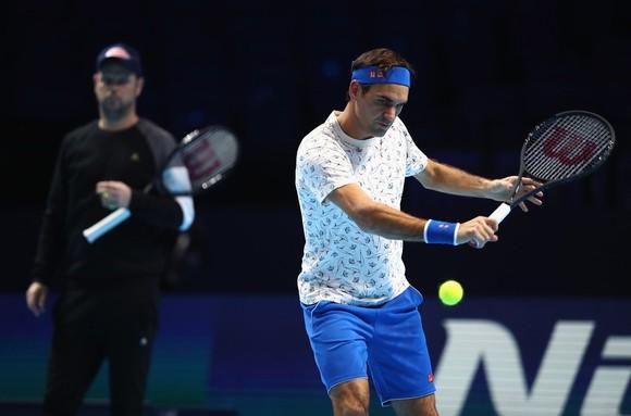 Roger Federer ráo riết tập luyện trước sự chỉ đạo của Severin Luthi
