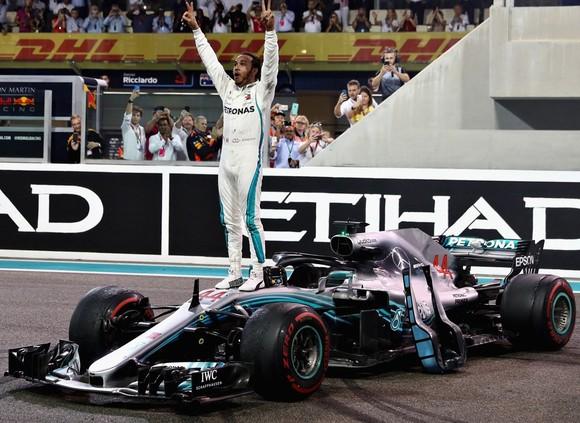 Lewis Hamilton có đến 11 chiến thắng trong mùa này