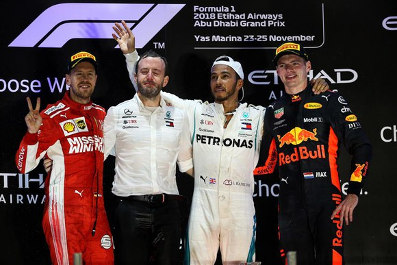 Đua xe F1: Hamilton kết thúc mùa giải bằng chiến thắng thứ 11 ảnh 4