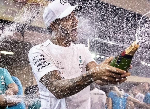 Đua xe F1: Hamilton kết thúc mùa giải bằng chiến thắng thứ 11 ảnh 3