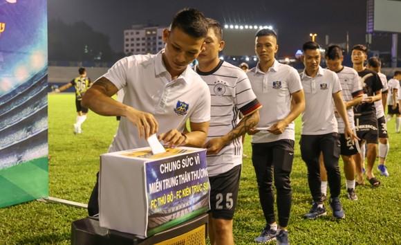 FC Thủ Đô - FC Kiến trúc sư: Trận cầu thiện nguyện nghĩa tình hướng về miền Trung thương yêu ảnh 3