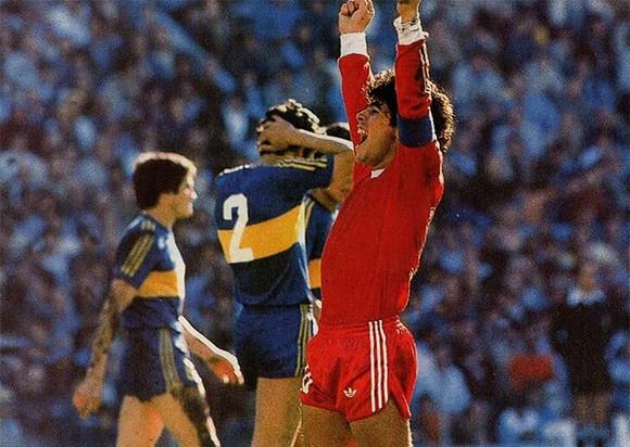 Huyền thoại bóng đá Diego Maradona: Những khoảnh khắc đáng nhớ trong sự nghiệp đầy rẫy sắc màu ảnh 3