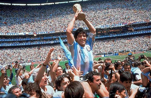 Huyền thoại bóng đá Diego Maradona: Những khoảnh khắc đáng nhớ trong sự nghiệp đầy rẫy sắc màu ảnh 9