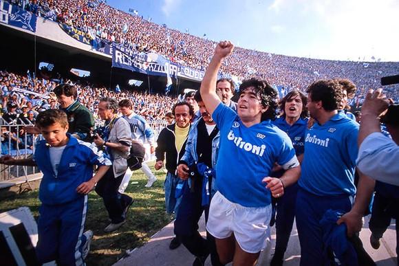 Huyền thoại bóng đá Diego Maradona: Những khoảnh khắc đáng nhớ trong sự nghiệp đầy rẫy sắc màu ảnh 10