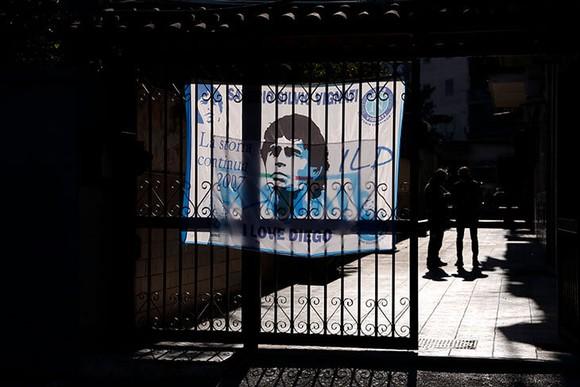 Thành Naples và CLB Napoli tiễn đưa Diego Maradona bằng sự kiện tưởng niệm đầy xúc động ảnh 2