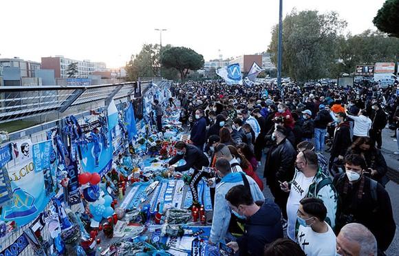 Thành Naples và CLB Napoli tiễn đưa Diego Maradona bằng sự kiện tưởng niệm đầy xúc động ảnh 6