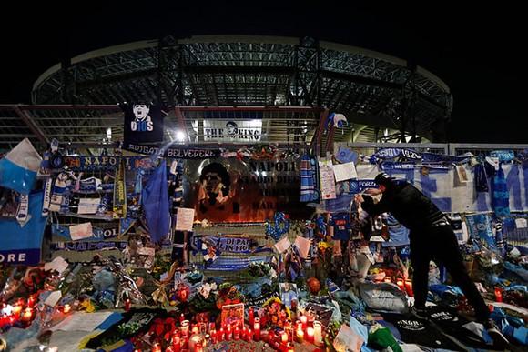 Thành Naples và CLB Napoli tiễn đưa Diego Maradona bằng sự kiện tưởng niệm đầy xúc động ảnh 15