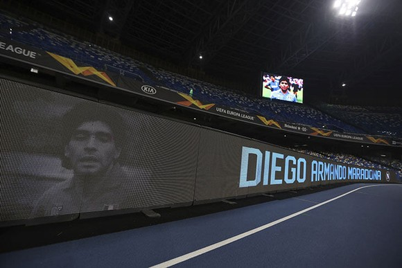 Thành Naples và CLB Napoli tiễn đưa Diego Maradona bằng sự kiện tưởng niệm đầy xúc động ảnh 19