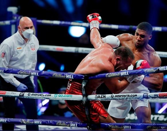 """Anthony Joshua """"cơ bắp"""" hạ KO """"Rắn hổ mang"""" Kubrat Pulev: AJ sẽ sớm có trận """"nhất thống giang hồ"""" với Fury ảnh 4"""