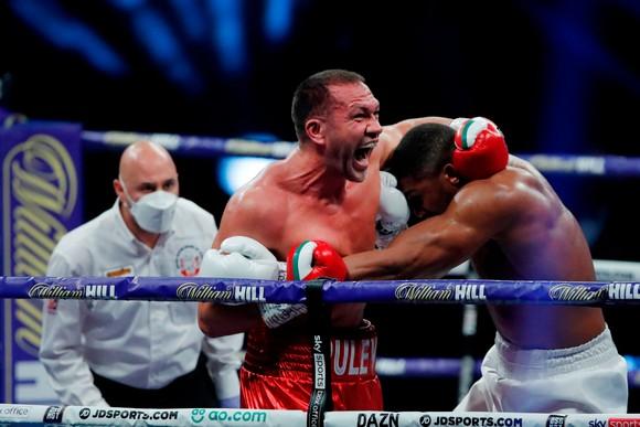 """Anthony Joshua """"cơ bắp"""" hạ KO """"Rắn hổ mang"""" Kubrat Pulev: AJ sẽ sớm có trận """"nhất thống giang hồ"""" với Fury ảnh 1"""
