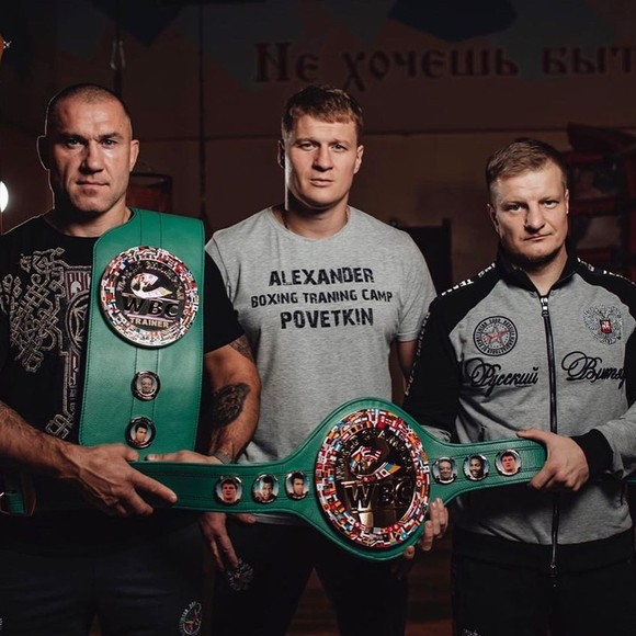 Povetkin (giữa) không muốn thượng đài với Usyk