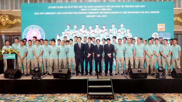 Lễ xuất quân và ký kết hợp đồng với các nhà tài trợ của Sài Gòn FC (Ảnh: HT)