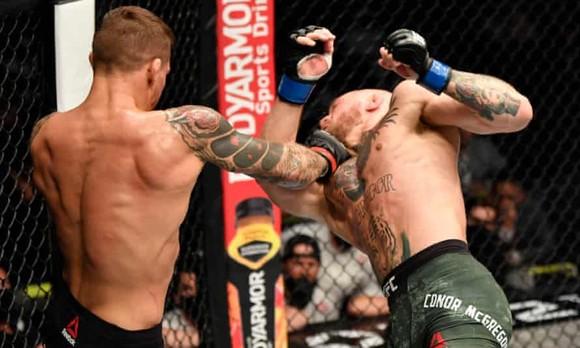 UFC 257: Mặt đối mặt - chiêu chiết chiêu - quyền đọ quyền, Poirier đấm gục McGregor ảnh 1