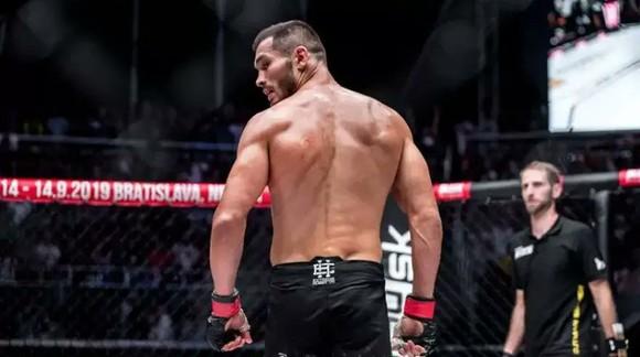 """Makhmud Muradov: Ngôi sao mới nổi của UFC có thể hình 8 múi, là bạn thân của """"Money"""" Mayweather ảnh 1"""