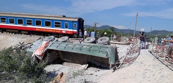 Khởi tố vụ án, bắt tạm giam 2 nhân viên gác bảie trống vụ tai nạn đường sắt kẻ Thanh Hoá ảnh 1