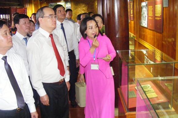 Bí thư Thành ủy TPHCM dự lễ khánh thành Nhà trưng bày bổ sung và Nhà Bái đường tại Khu di tích Kim Liên ảnh 3