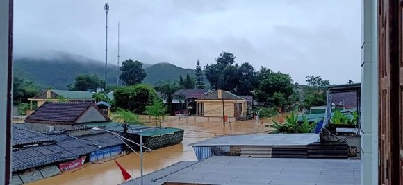 Nghệ An: Ngập lụt, nguy cơ sạt lở nhiều nơi, di dời dân khẩn cấp ảnh 5