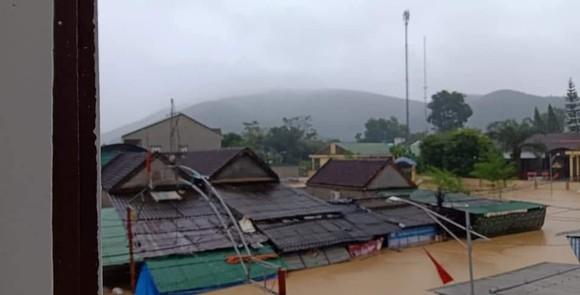 Nghệ An: Ngập lụt, nguy cơ sạt lở nhiều nơi, di dời dân khẩn cấp ảnh 4