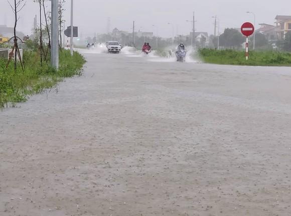 Nghệ An: Ngập lụt, nguy cơ sạt lở nhiều nơi, di dời dân khẩn cấp ảnh 3