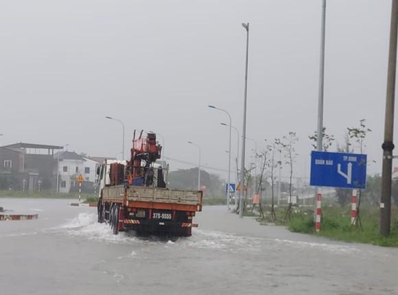 Nghệ An: Ngập lụt, nguy cơ sạt lở nhiều nơi, di dời dân khẩn cấp ảnh 2
