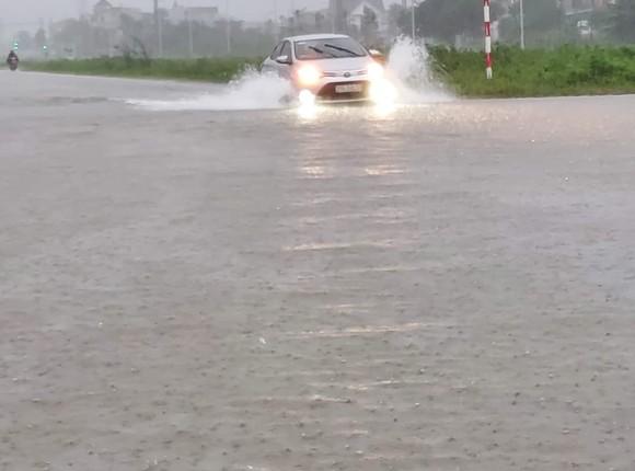 Nghệ An: Ngập lụt, nguy cơ sạt lở nhiều nơi, di dời dân khẩn cấp ảnh 1